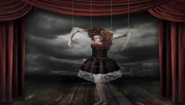 El karma nos hace sentir como marionetas
