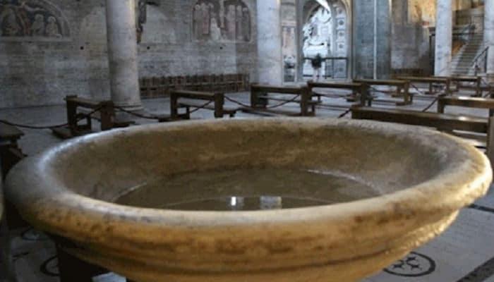 agua bendita o agua bendecida