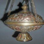 Purifica objetos rituales o instrumentos musicales metalicos